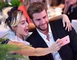 """Tình cảm thăng hoa nhưng Miley Cyrus vẫn không muốn """"theo chàng về dinh"""""""