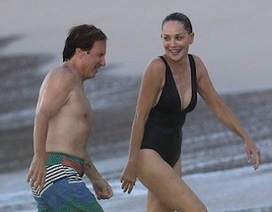 """U60, sao phim """"Bản năng gốc"""" vẫn tự tin diện đồ bơi sexy"""