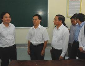 Bộ trưởng Phùng Xuân Nhạ trực tiếp kiểm tra công tác chuẩn bị thi tại Hà Tĩnh