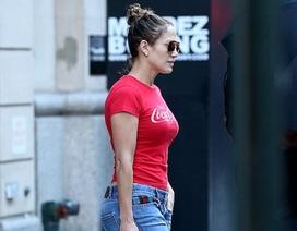 Jennifer Lopez lộ diện sau khi chia tay bồ trẻ