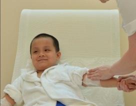 Cậu bé Việt đầu tiên chữa viêm da cơ địa bằng suối khoáng tại Pháp