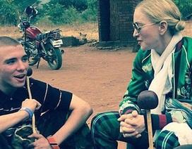 """Madonna tự trách mình khi """"để mất"""" con trai vào tay chồng cũ"""