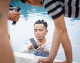 """Phạm Hồng Phước úp mở về MV mới bằng loạt hình ảnh """"lên rừng, xuống biển"""""""