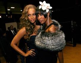 """Tyra Banks đến giờ vẫn thấy """"sợ"""" đại kình địch Naomi Campbell"""