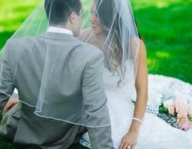 Người phụ nữ diện váy cưới mỗi năm một lần