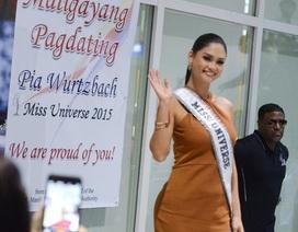 """Về nước, đương kim Hoa hậu hoàn vũ được """"biển"""" người chào đón"""