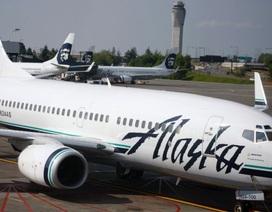 Máy bay phải hạ cánh bất ngờ vì… nam thanh niên hôn cô gái ngồi cạnh