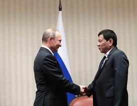"""Tổng thống Philippines lần đầu gặp """"người hùng"""" Putin"""