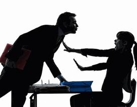 Hơn nửa phụ nữ Anh bị quấy rối tình dục tại nơi làm việc