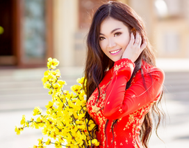Nữ du học sinh Úc rạng rỡ đón Xuân với áo dài đỏ, sắc mai vàng