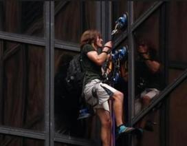 Mạo hiểm leo bề mặt tháp 58 tầng để ủng hộ Donald Trump
