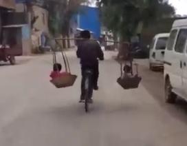 """Xe đạp """"diễn xiếc"""" thăng bằng trên đường quê"""