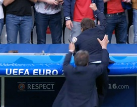 """HLV Italia đu mái che ăn mừng bàn """"kết liễu"""" Tây Ban Nha"""