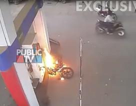Nghi án cháy xe, cháy cây xăng vì vừa đổ xăng vừa dùng điện thoại