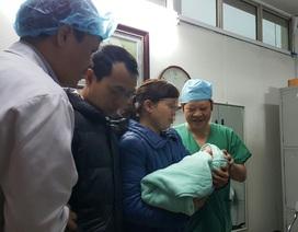 Bé gái của ca mang thai hộ đầu tiên chào đời nặng 3,6kg