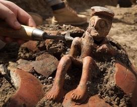 """Khám phá bức tượng """"nhà tư tưởng"""" 4.000 năm tuổi đáng kinh ngạc ở Israel"""