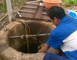 Sửa bơm nước, 2 người chết ngạt dưới giếng