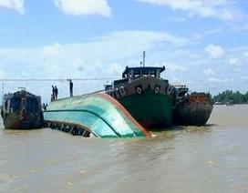 Cứu sống hai thuyền viên trên tàu chở dầu bị đắm