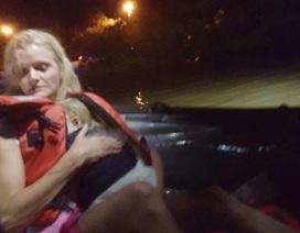 Em bé 23 tháng tuổi sống sót kỳ diệu sau tai nạn lật thuyền