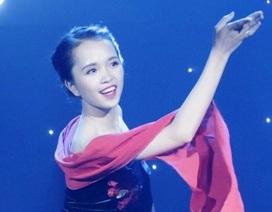 """Nữ sinh ĐH Luật đưa vũ khúc mô phỏng """"tắm suối"""" lên sân khấu"""