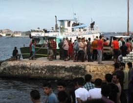 Tàu chở hàng trăm người nhập cư lật ở Địa Trung Hải, 42 người chết