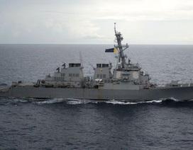 """Trung Quốc """"nóng mặt"""" vì tàu chiến Mỹ áp sát Hoàng Sa"""