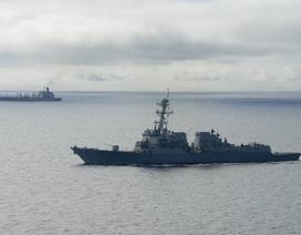 Tàu chiến Mỹ áp sát đảo nhân tạo Trung Quốc xây trái phép trên đá Chữ Thập