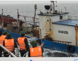 Xem lại hình ảnh Biên phòng Việt Nam bắt tàu Trung Quốc xâm phạm chủ quyền