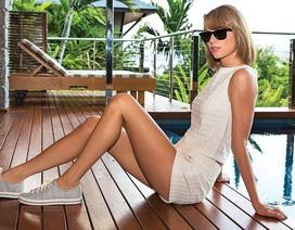 """Taylor Swift """"lộ"""" chân dài để quảng cáo giày"""