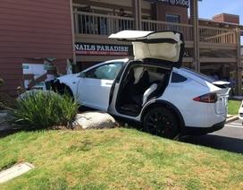 Xe Tesla Model X bị lỗi tăng tốc mất kiểm soát?
