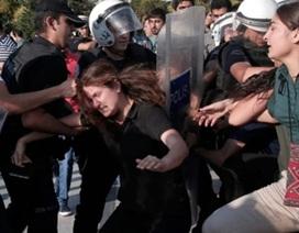 Cảnh sát Thổ Nhĩ Kỳ đụng độ dữ dội với đám đông người biểu tình