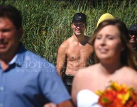 """Thủ tướng Canada """"ngực trần"""" lọt vào ảnh cưới"""