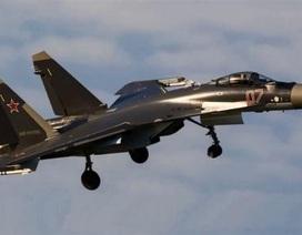 Su-35 nhào lộn 360 độ tránh được tên lửa