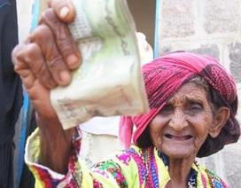 Lạ đời công việc vá tiền rách ở Yemen