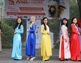 Hình ảnh ấn tượng về lễ hội Việt ở thủ đô Praha
