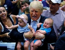 Donald Trump đuổi em bé đang khóc tại sự kiện tranh cử