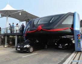 """Trung Quốc đưa xe buýt """"chân dài"""" vào hoạt động"""