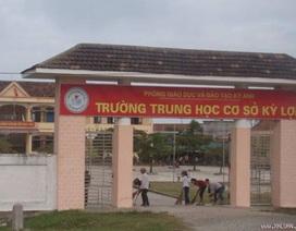 Vận động học sinh tới trường: Thầy cô bị tưới nước cá, đánh tóe máu