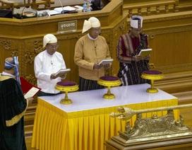 Nghị sỹ Myanmar rơi nước mắt trong lễ tuyên thệ nhậm chức của Tổng thống Htin Kyaw