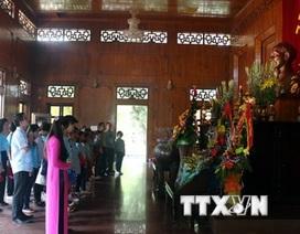 Đoàn giáo viên, học sinh Việt kiều Thái Lan về thăm quê Bác