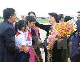 Chủ tịch Quốc hội gặp mặt cộng đồng người Việt Nam tại Campuchia