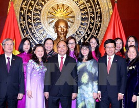 Thủ tướng gặp nhân viên Đại sứ quán và người Việt tại Bắc Kinh