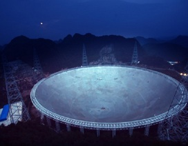 """Trung Quốc lắp xong kính thiên văn khủng """"săn"""" người ngoài hành tinh"""