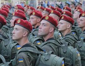Ukraine huy động quân khẩn cấp giữa lúc Nga tăng cường lực lượng ở Crimea