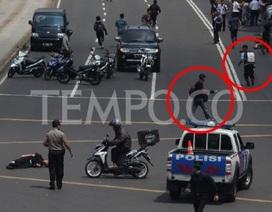 """Hãi hùng cảnh nghi phạm """"máu lạnh"""" bắn cảnh sát Indonesia"""