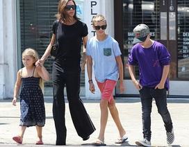 Victoria Beckham sành điệu đưa con ra phố