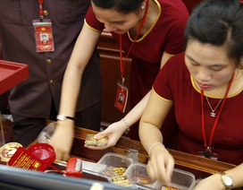 Giá vàng tăng nhanh lên mốc 38 triệu đồng/lượng rồi giảm mạnh