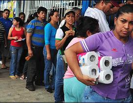 Lạm phát ở Venezuela có thể phi mã lên mức 1.500% trong năm 2017
