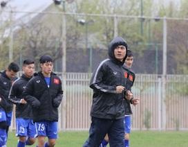 Đội tuyển Việt Nam đội mưa tập luyện tại Iran