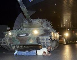 Một người bị 2 xe tăng cán mà không chết